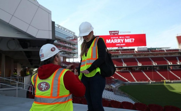 [BAY] 49ers Fan Proposes to Girlfriend at Levi's Stadium