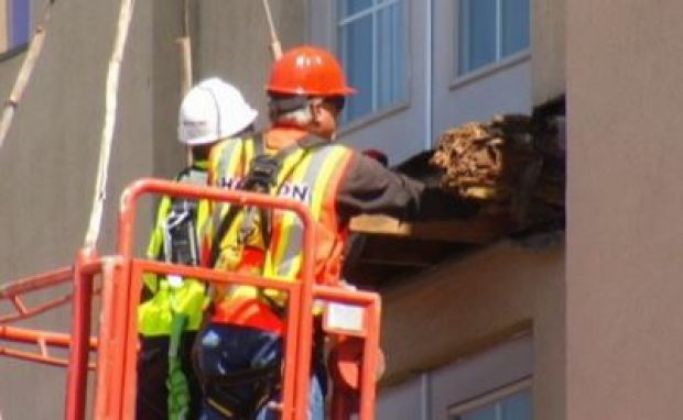 [BAY] Contractor Wants to Join Investigators in Balcony Inspection