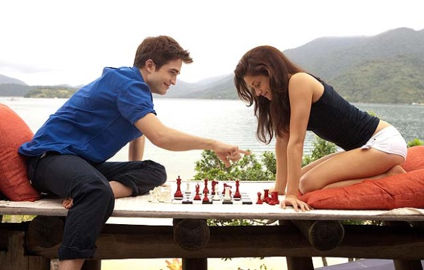 "Steamy New ""Breaking Dawn"" Pics of Chess, Hairdressing & Angry Jacob!"