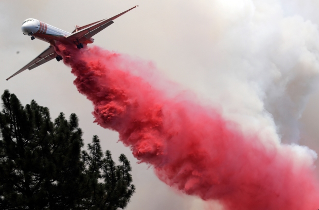 [la gallery] California Wildfires: How a Modified Airliner Delivers Its Firefighting Power