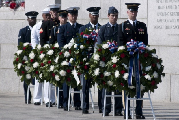 Celebrities Join Vets, Military for Wreath-Laying