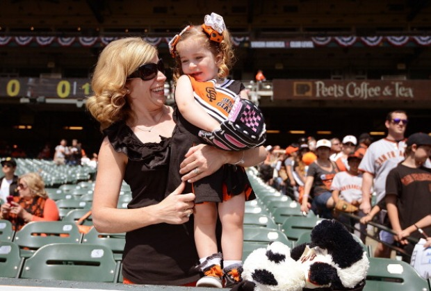 [BAY] Fans Feel Giants Fever on Home Opener Day