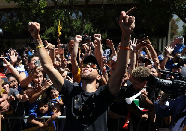 Steph Curry Rallies Dub Nation at Championship Ceremony