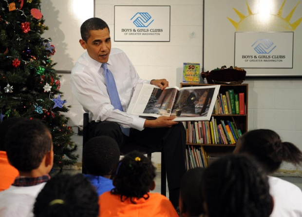 Obama Delivers Christmas Cookies, Story to DC Children