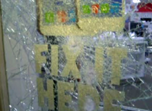 [BAY] Berkeley Stores Clean Up After Violent Protests, Police Criticized