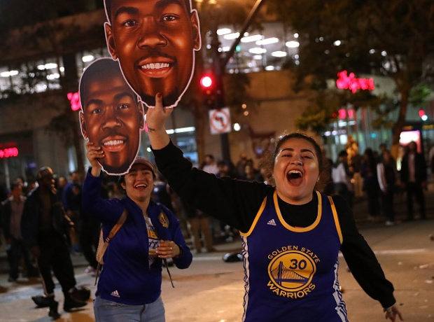 RAW: Fans Swarm Oakland to Celebrate Warriors Title