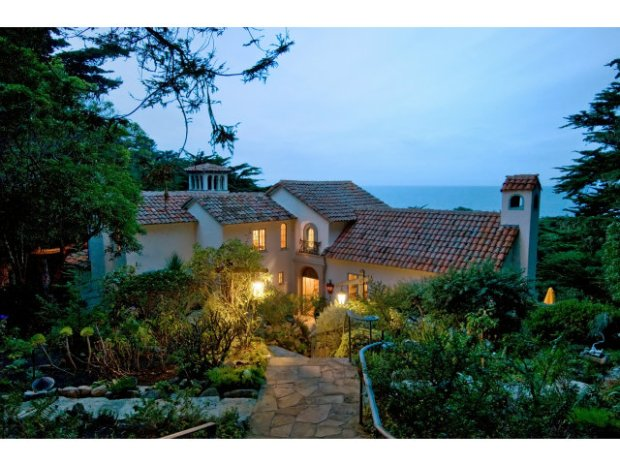 A Romantic Villa in Carmel Highlands