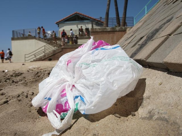 [LA] Plastic Bags Headed for the Permanent Trash Heap