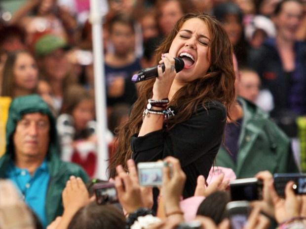 Miley Cyrus Rocks the Plaza