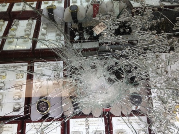 Smash and Grab Jewel Theft in Newark