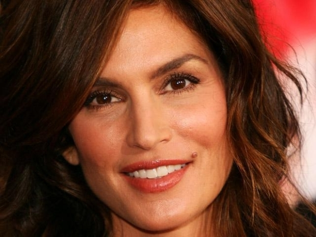 [MODEL] Cindy Crawford Spills Beauty Secrets