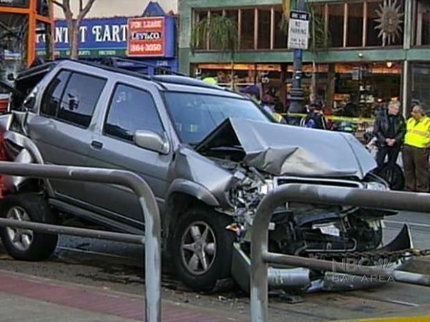 [BAY] Crash Shakes Up Muni Passengers, Sandwiches SUV