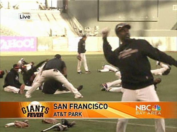 [BAY] Giants Take the Field for Practice