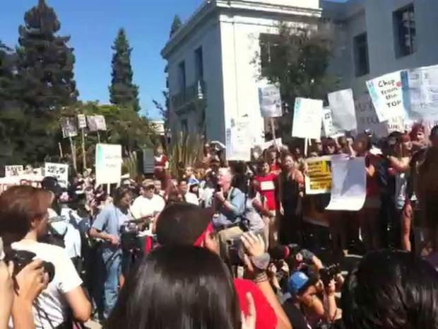 [BAY] RAW VIDEO: Protests at UC Berkeley