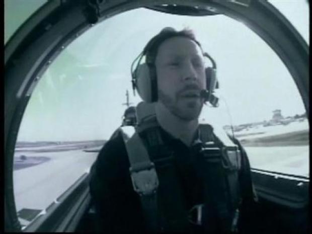 [BAY] Raw Video: Larry Ellison Flies Fight Jet