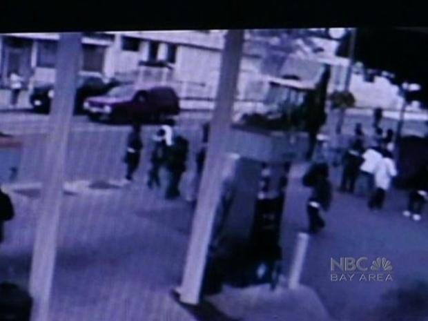 [BAY] Video Shows Teenage Mob Attack on City Worker