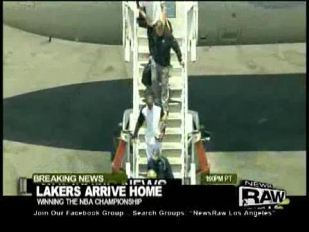 [LA] Lakers Arrive Back In LA Victorious.
