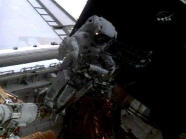 [NEWSC] Astronaunts Overcome Hubble Spacewalk Obstacles