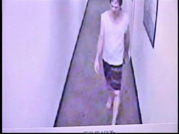 [PHI] RAW VIDEO: Naked Burglar Caught on Tape