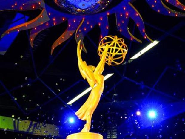 "[LA] Emmy Preview: Will ""Glee"" Dethrone ""30 Rock"" on Sunday?"
