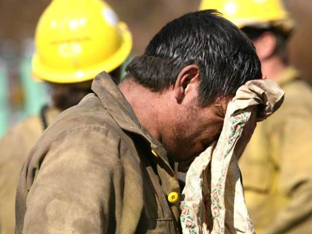 Firefighters Make Stand: Images From the Fire Line