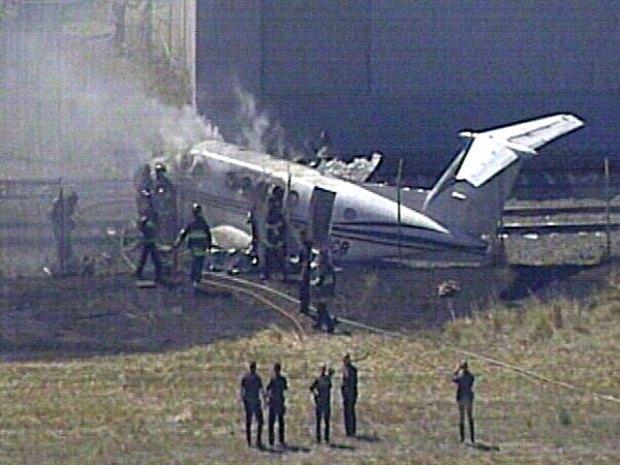 Plane Crashes at Hayward Airport
