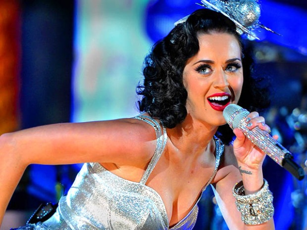 [NATL] 2011 Grammys: Stars to Shine on Music's Big Night
