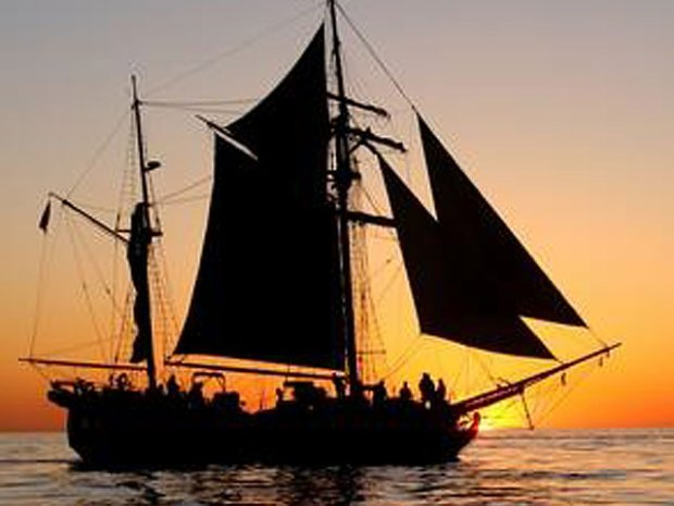Tall Ships Sail into Bay