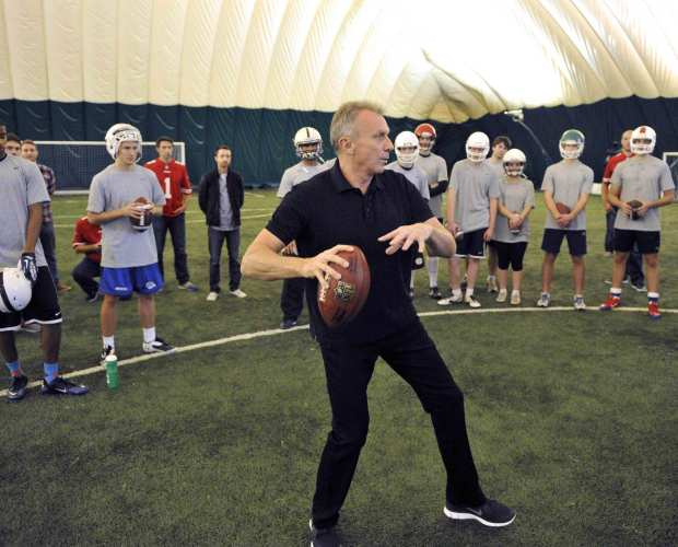 Joe Montana Holds QB Seminar in London