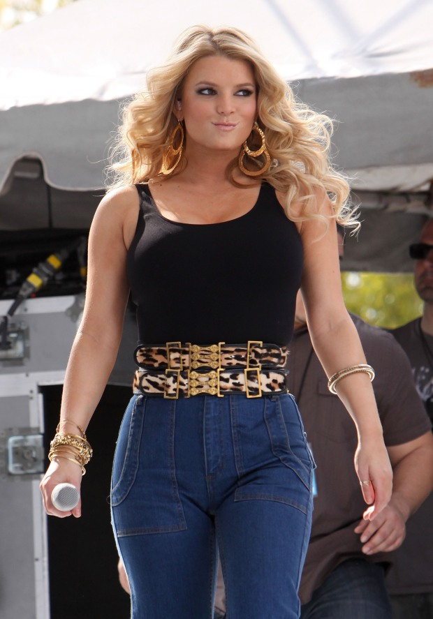 [NATL] Jessica Simpson Shows Off New Beefy Bod
