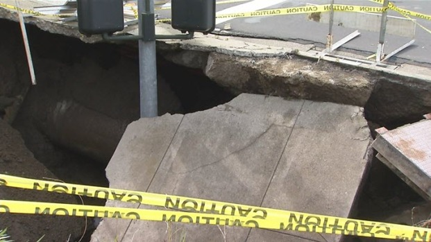 [BAY] Sinkhole Causes Gas Rupture, Shelter in Place