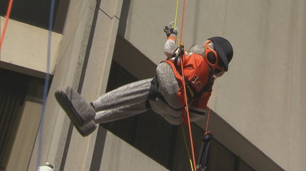 [BAY] Stomper, Lou Seal Rappel Down SF's Regency Hotel