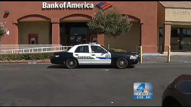 """[LA] """"Robin Hood"""" Chase Begins as Bank Robbery in Canyon Country"""