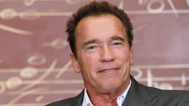 """[NATL] Arnold Schwarzenegger & Johnny Knoxville Take Their """"Last Stand"""""""