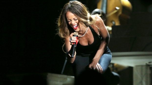 [CHI] Rihanna to Visit Barrington High School