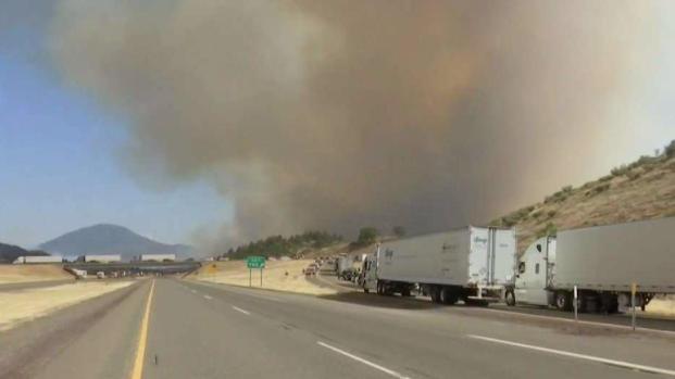 [NATL BAY] 1 Person Dies in Wildfire Near California-Oregon Border