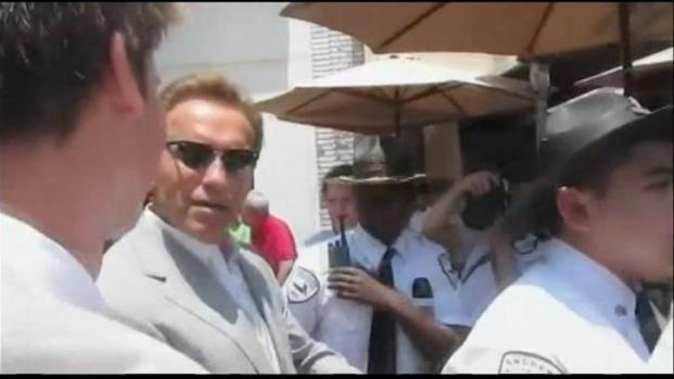 [LA] Schwarzenegger, Shriver Son Injured in Surfing Accident