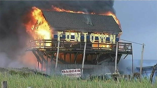 [NATL-NY] Fire Rages on Jersey Shore Boardwalk, Destroys Funtown Pier