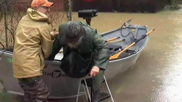 [BAY] Man Helps Neighbors With Canoe After Flood in Guerneville
