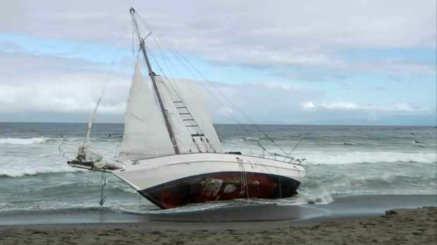 [BAY] Sailboat Runs Aground in Pacifica, 4 Suffer Minor Injuries