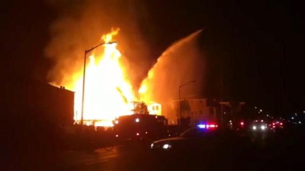 [BAY] Fire rages at Santa Clara home