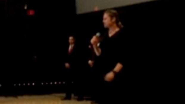 [PHI] Brad Pitt Surprises Fans