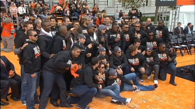[BAY] The Giants Celebrate to 'We Are the Champions'