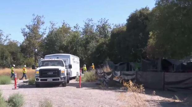 [BAY] Workers Clear Space for Hope Village Homeless Camp