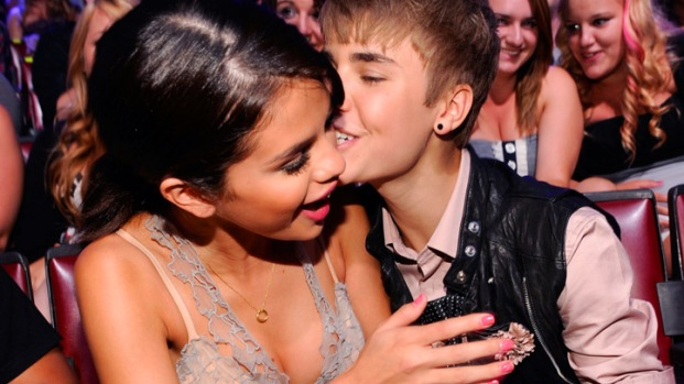 [NATL] Famous Celebrity Kisses