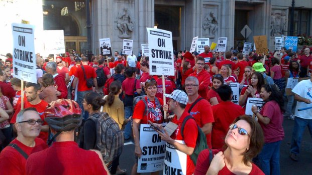 [CHI] Teachers, Their Supporters Rally in Loop