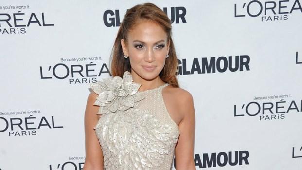 [THREAD] Jennifer Lopez, Emma Stone, Jennifer Aniston, More Dress Up for Glamour's Awards