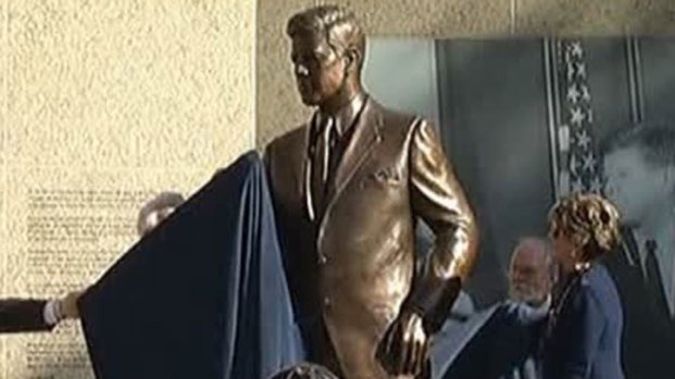 [DFW] Fort Worth Unveils Kennedy Statue
