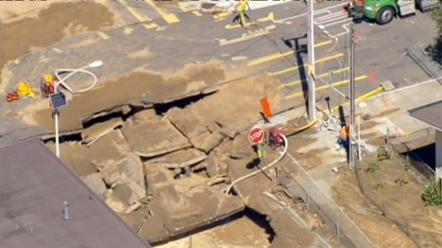 [BAY] Raw Video: Water Break Leaves Huge Sinkhole
