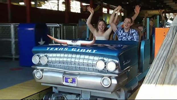[NATL-DFW] Arlington Couple Weds at Six Flags Over Texas